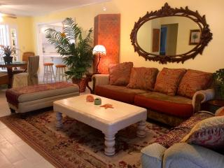 Pinkie's Place - Comfortable, Relaxed Luxury, Lake Worth