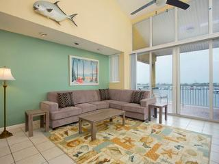 Pelican Landing St.Croix Penthouse - Condo with a Shared Pool, Key West