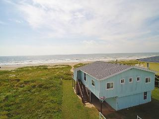 'Beau Soleil' A beachfront home for families who want to enjoy the sand!, Galveston
