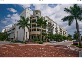 Gorgious 3 bedroom condo with water view, Plantation