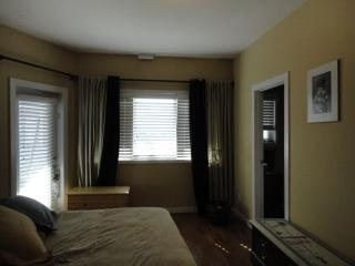 SPACIOUS FULLY FURNISHED CONDO, Edmonton