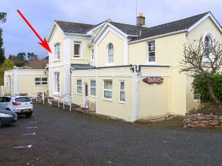 FLAT 6, first floor studio flat, shared garden, WiFi, close to beach, in Torquay, Ref 929189