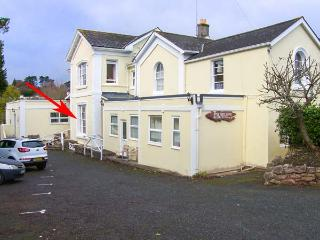 FLAT 4, ground floor apartment, close to beach, WiFi, flexible accommodation, in Torquay, Ref 929191