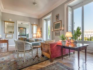 A Royal apartment for 6 opposit the Royal Palace., Madrid