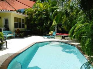 Blissful Miami 4 Bedroom Home with Private Pool!, Surfside