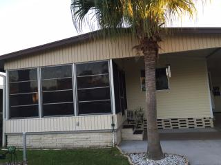 Sun and Fun! Lovely 2Bdm, 2Ba home 55+ Community!, Lakeland