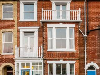 Exceptional central Southwold-sleeps 12