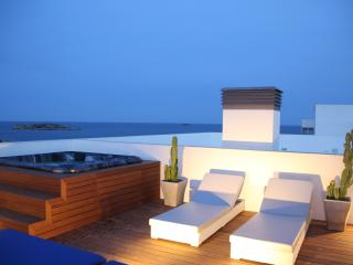 Amazing penthouse with jacuzzi and sea views, Playa d'en Bossa
