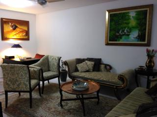 Luxurious Two Bed On Orchard, Singapore