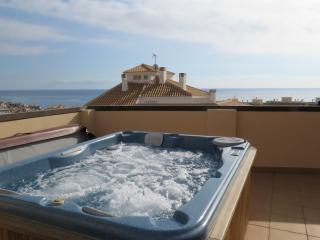 Penthouse with rooftop jacuzzi and sea views, Villajoyosa