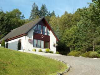 Twin Bedded Self Catering Studio by Loch Ness, Invermoriston