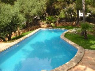 Fantastic family holiday home next to the beach, Cala d'Or