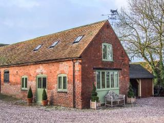HAM'S HOUSE barn conversion, romantic, woodburning stove, views, WiFi in Cleobury Mortimer Ref 932412