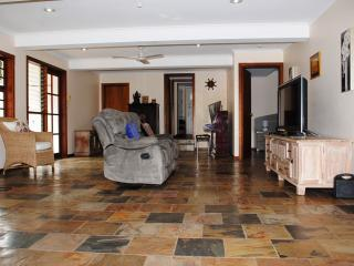 2 Bedrooms Home away from Home at Edge Hill QLD