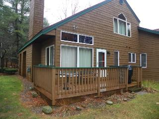 Deer Park Condo Sleeping 8 with free shuttle to Loon Mountain, Woodstock