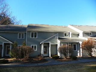 Riverfront Condo close to many White Mountain Attractions, Thornton