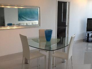 Beautiful 2 bedroom condo directly on beach, Hollywood
