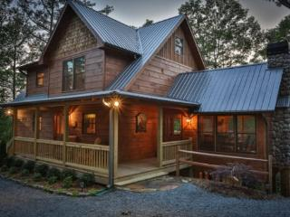 Cabin on the Ellijay River with Mountain Views in North Georgia