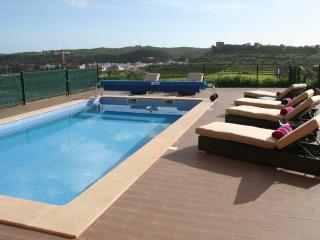 New Algarve House Facing  Castle with Private Pool, Silves