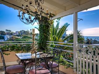 3BR/3BA Santa Monica Villa, Perched in the Hills, Ocean Views, Sleeps 7