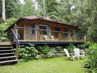 Cute Forest Cottage Just Steps from a Quiet Family, Sechelt