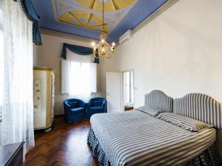 Luxury 5 bedrooms apartment in the old city centre, Florence