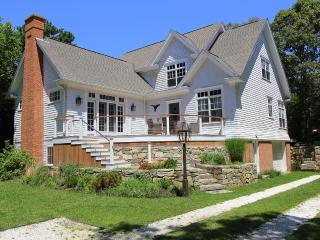 CENCR - Tia Anna Summer Retreat, - Central A/C, Large Private Deck, WiFi, Lagoon Beach Rights, Great Area for Launching Kayaks,  Ferry Ticket Available Week 8/9 to 8/16, Oak Bluffs
