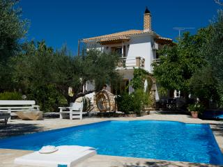 Secluded Villa with attached cottage and pool, Skinaria