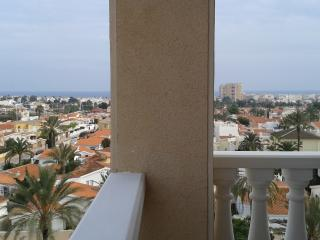 Panoramic sea view, pool, near restaurants & bars, Torrevieja