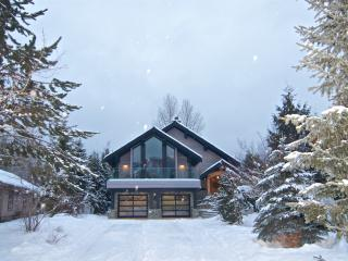 Chalet Aura - Modern Chalet |Nicklaus North Golf, Whistler
