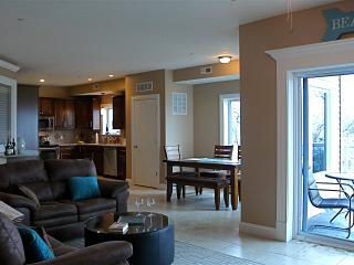 Spacious, comfortable 3BR, 2 bathroom condo, Geneva on the Lake