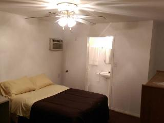 Guest house with private bathroom, Beverly Hills