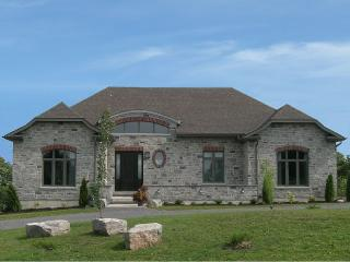 Luxury vacation home, Pool Table, Movie Room, Adolphustown