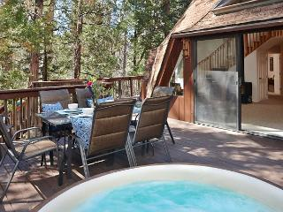 Sleeps 10 with spa and walk to town, Idyllwild