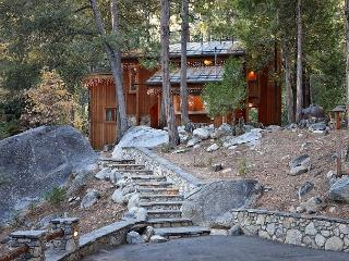 Mountain view cabin in Fern Valley on the creek with amazing views, Idyllwild