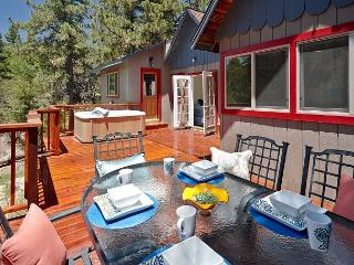 Wonderful property, walk to town, spa and great views, Idyllwild