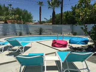 Luxury Retreat for 10. Remodeled and Furnished in 2015, Palm Springs