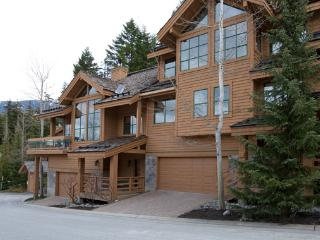 Northern Lights #25 - Ski In Luxury Townhome, Whistler
