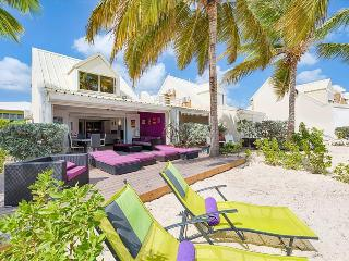 Charming beachfront apartment with a panoramic sea view, Baie Nettle
