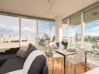Immaculate Two Bedroom With View, Vancouver