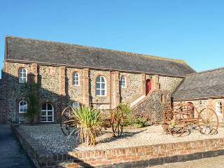 LUNDY VIEW THE GRANARY, sea views, en-suite, pet-friendly, Clovelly, Ref 930431