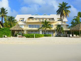 Majestic Luxury Private Home On Seven Mile Beach, George Town