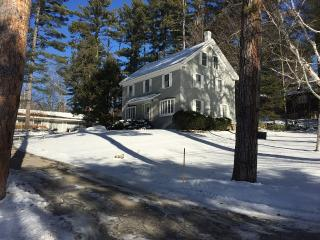Charming 2 Bedrooom Guest House on 2 acre, North Conway