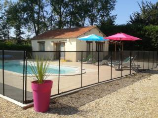 Nice Cottage in XVIIth Century Castle near Chinon, Bournand