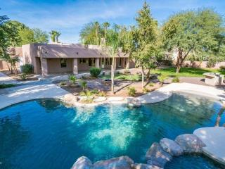 Gilbert Htd pool & spa, firepit, outdoor kitchen
