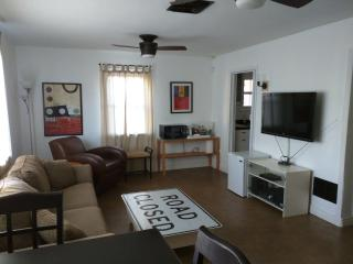 1 Bed/1 Bath Unit near Refkin/Double Tree, Tucson