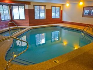 Snowdance Manor 408 - Walk to slopes, indoor pool and hot tub, Mountain House!, Keystone