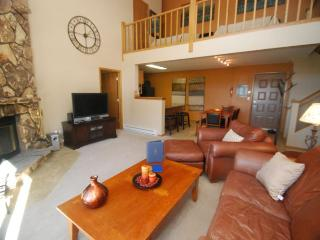 Snowdance Manor 409 - Walk to slopes, indoor pool and hot tub, Mountain House!, Keystone