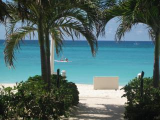 Casa Caribe-3BR Cornr Penthse O-Vw 7MB-by the Ritz, Seven Mile Beach