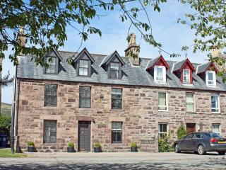 Spacious Impressive Stone House sleeping up to 8, Ullapool